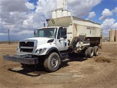 2010 International 7400 T/A Feed/Mixer Truck
