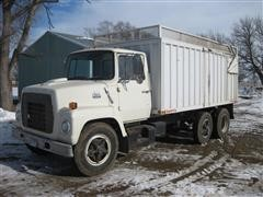 1982 Ford LN7000 Grain/Silage Truck