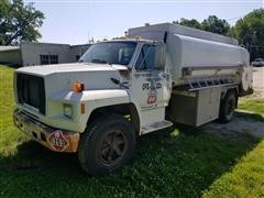1992 Ford F700 Fuel Truck