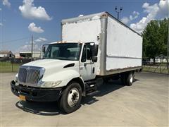 2005 International 4300 S/A Box Truck