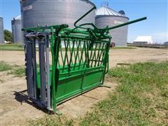 Powder River Pearson Manual Livestock Squeeze Chute