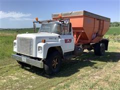 1977 International Loadstar 1700 S/A Gravity Grain Truck