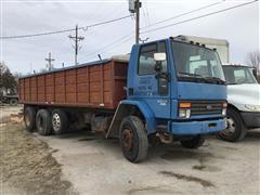 1987 Ford Cargo 8000 Tri/A Grain Truck