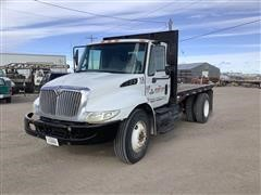 2005 International 4300 S/A Flatbed Truck