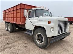 1974 International Loadstar 1600 T/A Grain Truck