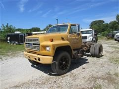 1991 Ford F-700 Cab & Chassis
