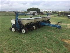 Kinze 3000 Evolution Series 8R30 Pull-Type Planter W/Drawbar Hitch