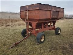 Lundell Side Dump Gravity Wagon