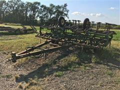 John Deere 1010 Folding 31.5' Field Cultivator