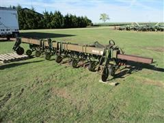John Deere 825 8R30 Cultivator