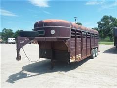 1982 Kiefer Built Gooseneck T/A Livestock Trailer