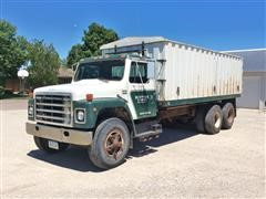 1980 International S1800 T/A Grain Truck
