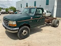 1995 Ford F450 XL Super Duty Cab & Chassis Pickup