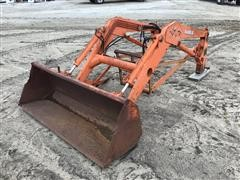 Kubota BF900 Loader & Bucket