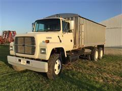 1996 Ford L9000 T/A Grain Truck