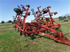 Case IH 4800 24' Folding Field Cultivator