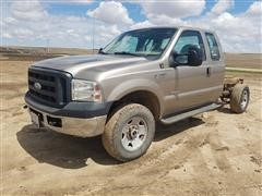 2006 Ford F250 XL Super Duty 4x4 Extended Cab & Chassis Pickup