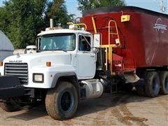 2001 Mack RD688S Feed Truck