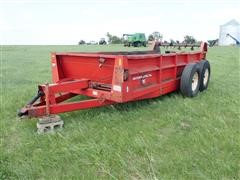 International 595 T/A Manure Spreader
