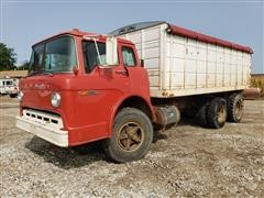 1975 Ford D700 T/A Cabover Grain Truck