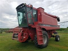 Case IH 1640 Axle-Flow Combine