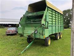 John Deere 716A T/A Silage Wagon