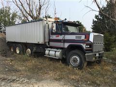 1982 Ford LTL9000 Tri/A Grain Truck