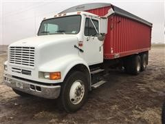 2000 International 8100 T/A Grain Truck