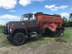 Ford 880 T/A Feed Truck
