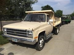 1989 Chevrolet Cheyenne 3500 4WD 1-Ton Dump Truck