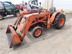 1984 Kubota B8200D MFWD Tractor W/BF300 Loader