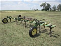 John Deere 569 Cultivator