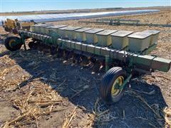 "John Deere 7100 12R18"" Soybean Planter"