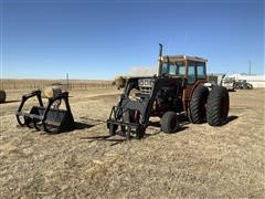 1975 International 1466 2WD Tractor W/Loader