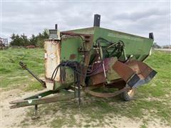 Henke B240-247 Feed Wagon