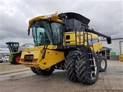 2013 New Holland CR7090 2WD Combine