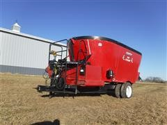 2013 Roto-Mix 745 Cyclone Vertical Mix Feeder Wagon