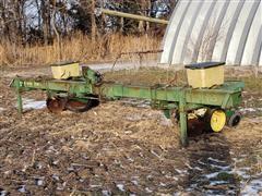 John Deere 7100 Male Row Corn Planter