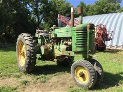 1949 John Deere G 2WD Tractor