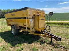 Buffalo Henke Kwikmixer 370 Feeder Wagon