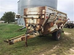 Harsh 325 Feed Wagon