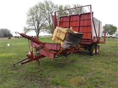 New Holland 1044 Stackliner Automatic Bale Wagon