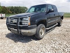 2004 Chevrolet 2500 HD 4x4 Extended Cab Pickup