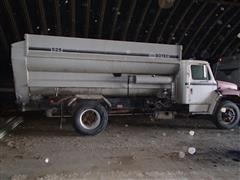 1984 International S1954 Feed Truck