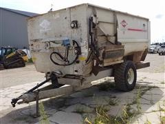 KUHN Knight 3150 Roughage Maxx Commercial Reel Feed Wagon