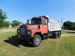 1972 Mack DM600UND Dump Truck