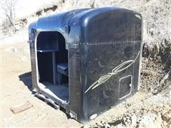 2006 Peterbilt 379 Semi Sleeper Unit