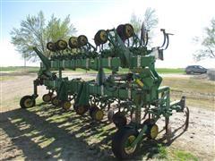 John Deere 875 Minimum Till Cultivator