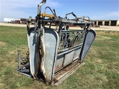 Bowman Hydraulic Squeeze/Tilt/Head Cattle Chute