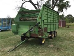 John Deere 716A Forage/Feed Wagon
